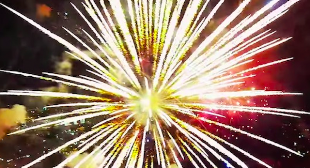 Guna Drone Rakam Letupan Bunga Api