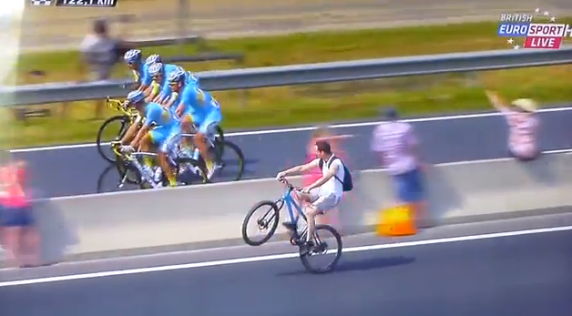 Guy Trolls Tour De France With Wheelie