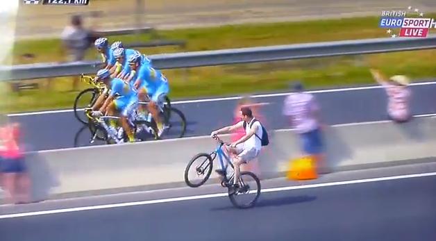 Guy Trolls Tour De France With Wheelie