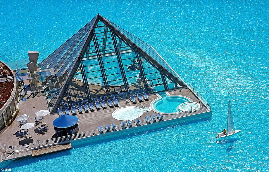 The World S Largest Swimming Pool Holds 66 Million Gallons Of Water And Is Ridiculously Huge