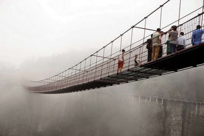 China - glass-bottomed suspension bridge in the mist