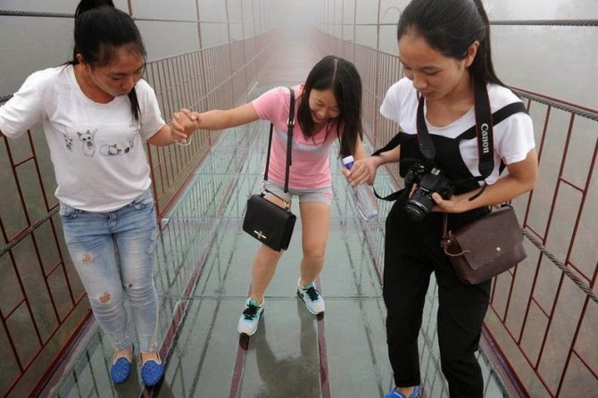 China - glass-bottomed suspension bridge scary