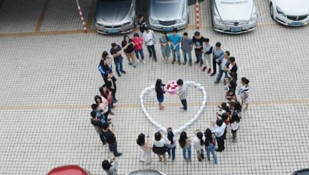 Guy Proposes 99 iPhones