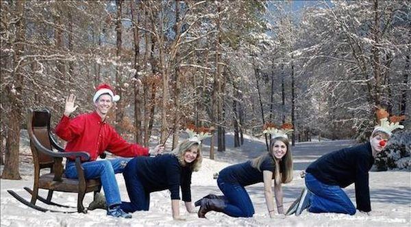 Awkward Christmas Family Photographs 1