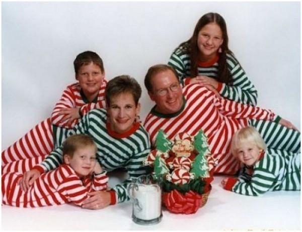Awkward Christmas Family Photographs 10