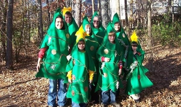 Awkward Christmas Family Photographs 11