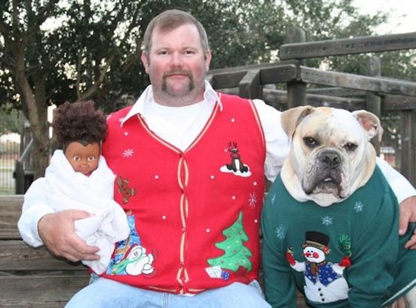 Awkward Christmas Family Photographs 16