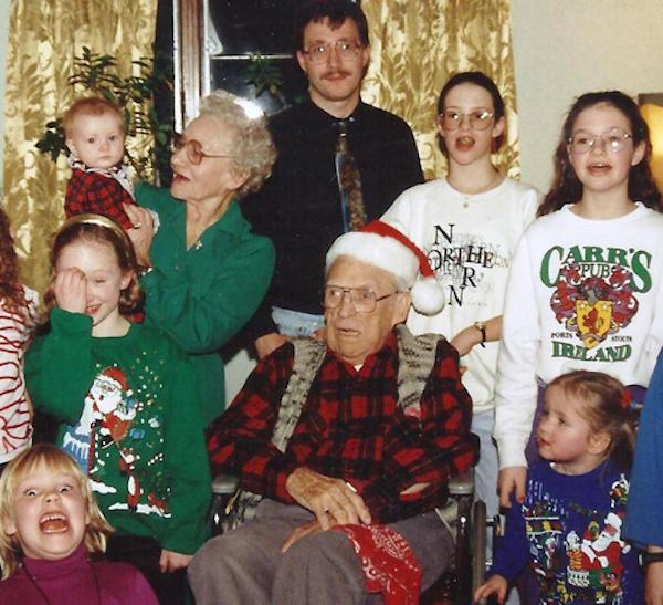 Awkward Christmas Family Photographs 17