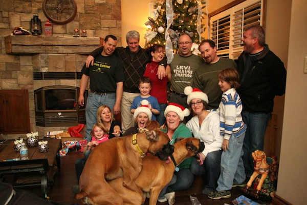 Awkward Christmas Family Photographs 2