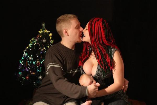 Awkward Christmas Family Photographs 4