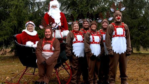Awkward Christmas Family Photographs 5