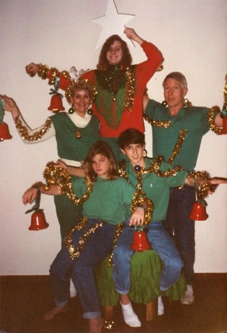 Awkward Christmas Family Photographs 7