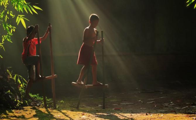 Herman Damar Indonesia - stilts