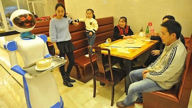 Robot Waiters China