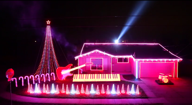 Genuinely Epic Star Wars Christmas Light Show On Some Dude's House