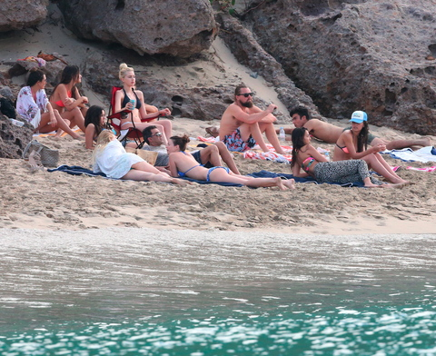 PREMIUM EXCLUSIVE Leonardo DiCaprio partying on the beach for New Year
