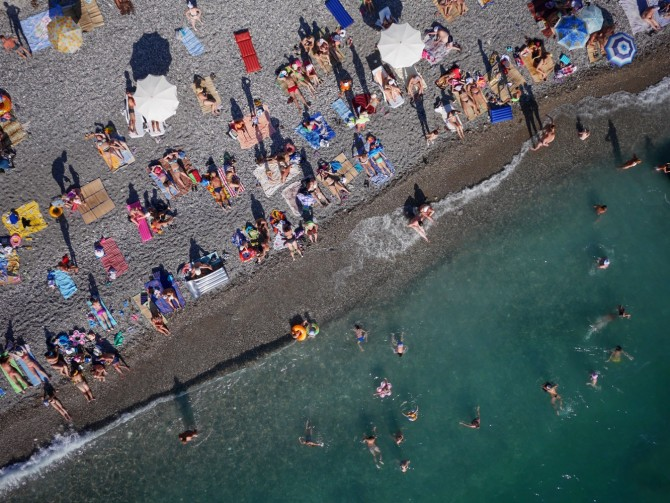 Best Drone Photos - Russian beachgoers in Abkhazia