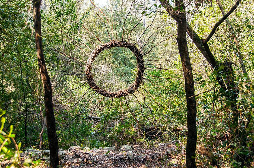 this artist spent one year in the woods creating sculptures from organic materials sick chirpse. Black Bedroom Furniture Sets. Home Design Ideas