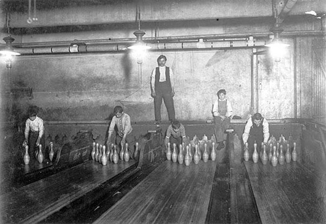 Jobs That No Longer Exist - Bowling Alley Pinsetter