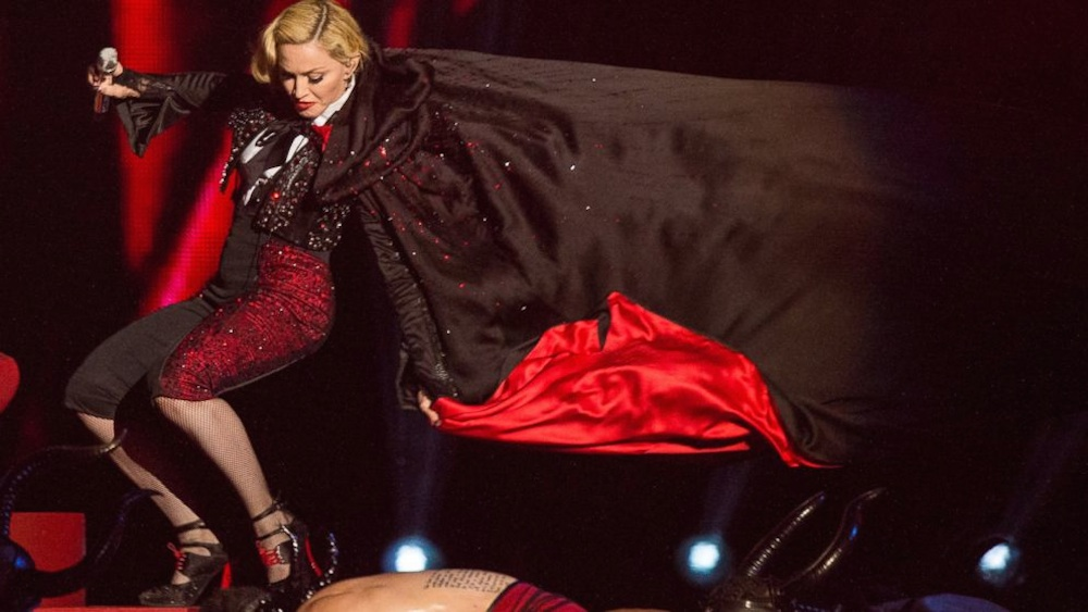Madonna Falls Over On Stage