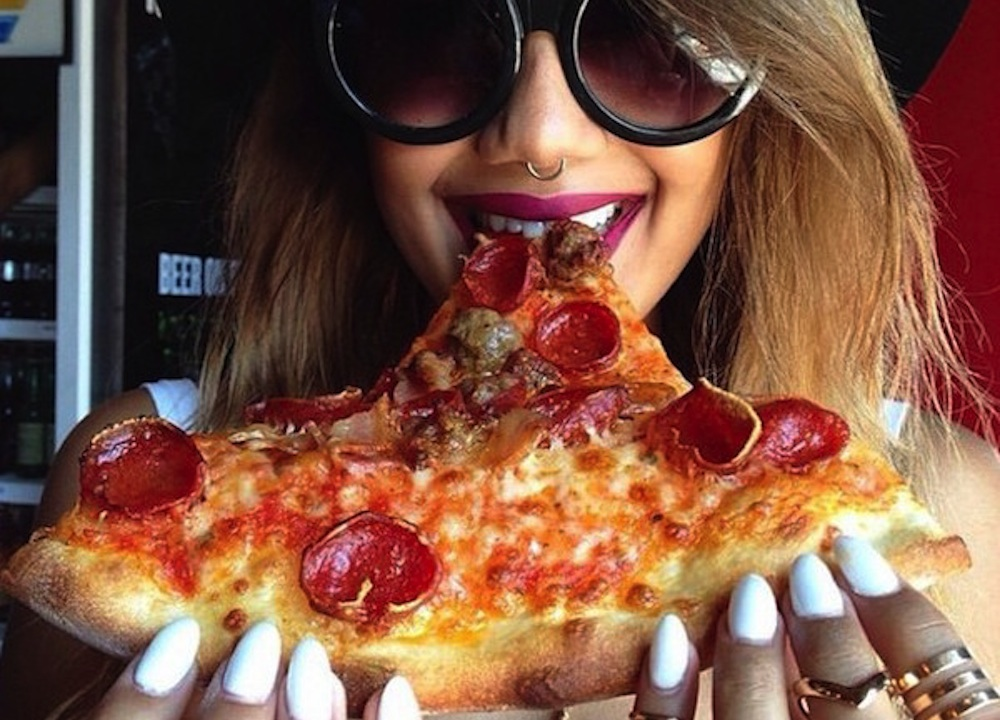 Hot Girls Eating Pizza Featured
