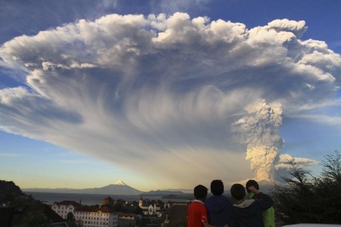 Chile Calbuco Volcano Footage 2