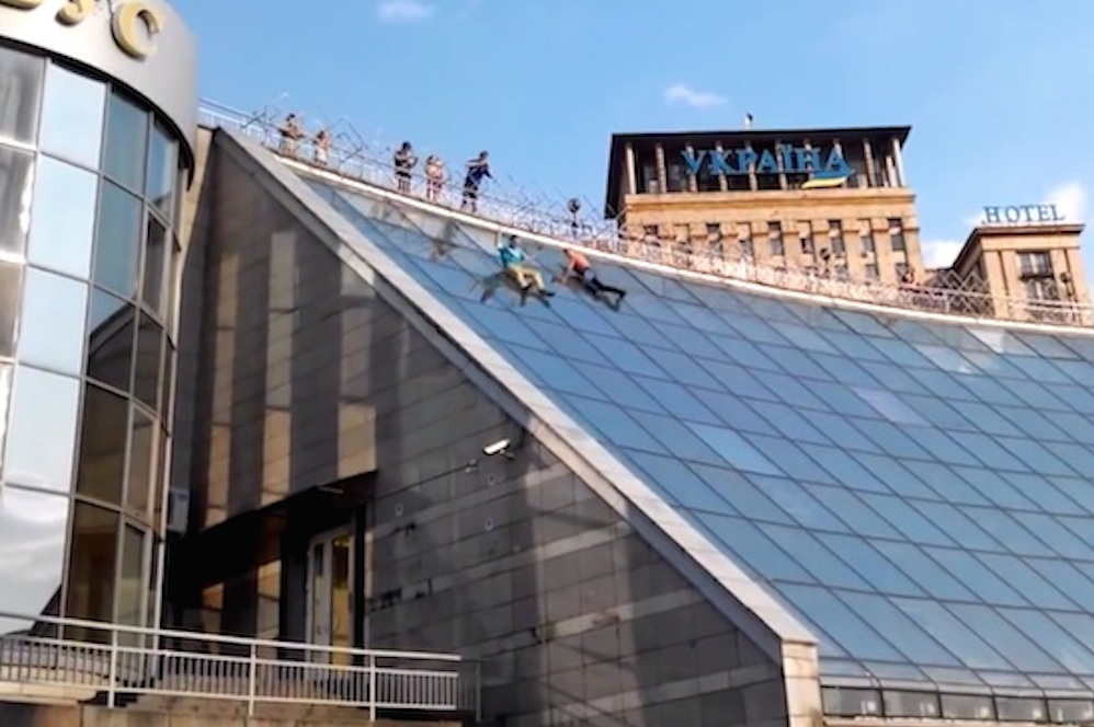 Drunk Russians Slide Down Shopping Centre Roof