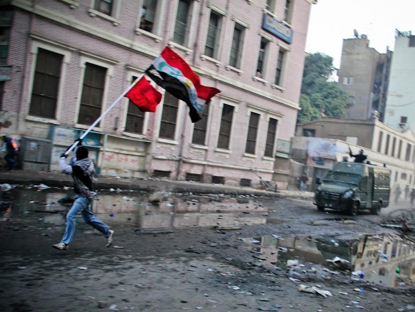 Mosa'ab Elshamy - 1 Running The Flag