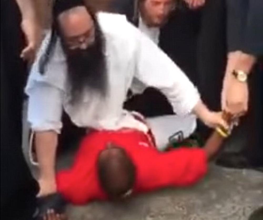 Jew Restrain Muslim