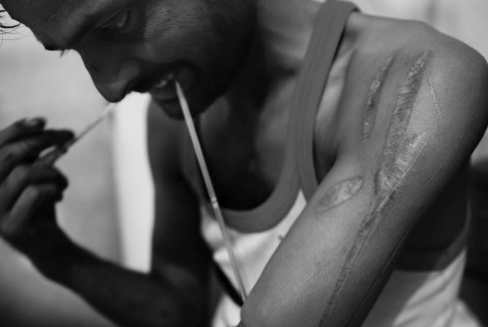New Delhi Drug Addiction - Fakir injecting