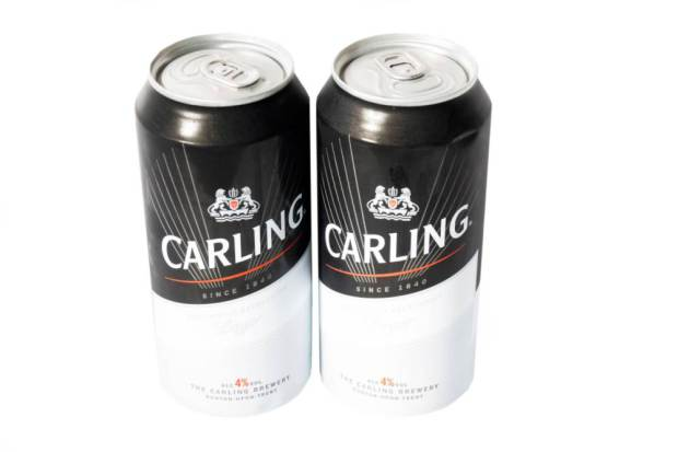 DTE1NH Two cans of Carling lager