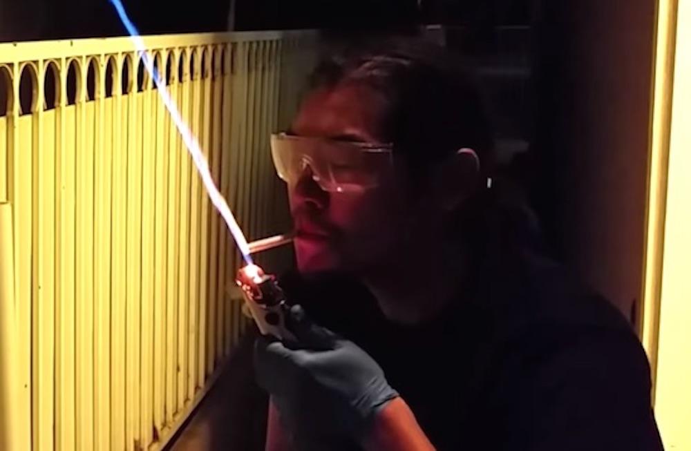 Lightsaber lighter