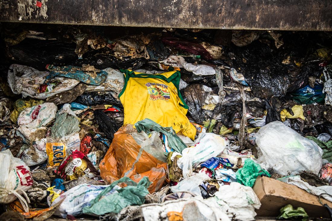 Sebastian Gil Miranda - Garden of Garbage