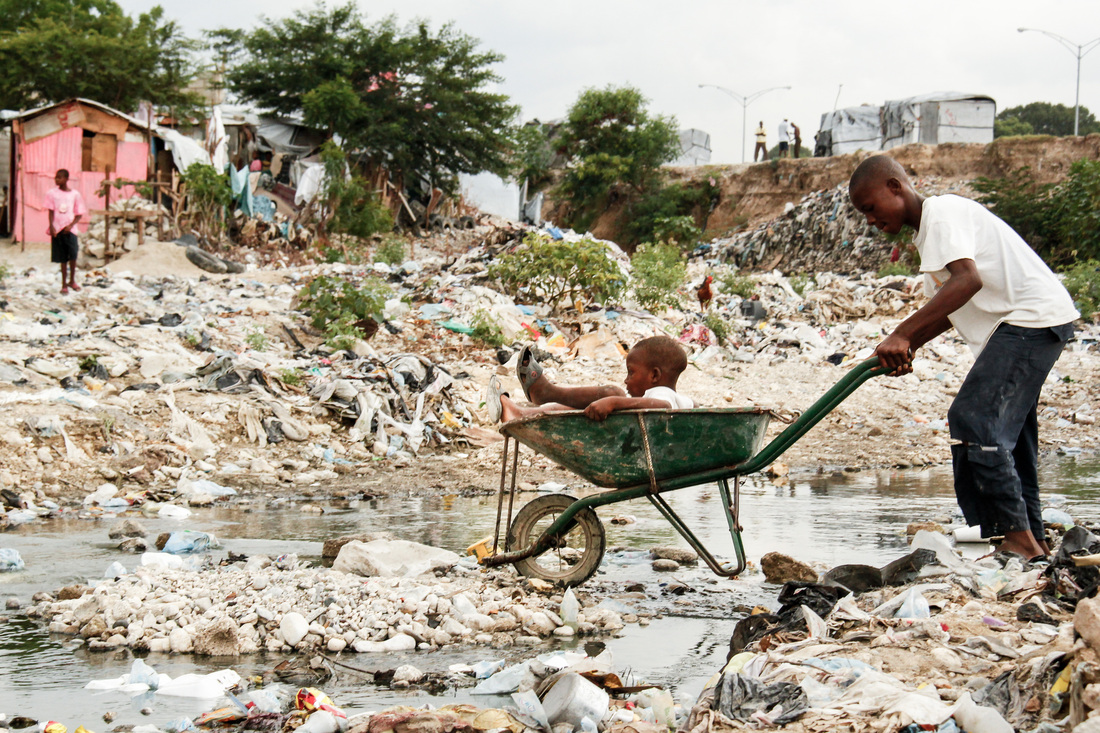 Sebastian Gil Miranda - Slum