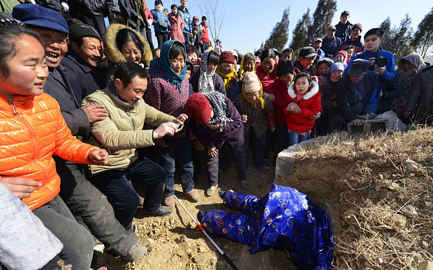 CHINA RIZHAO FUNERAL OF A LIVING
