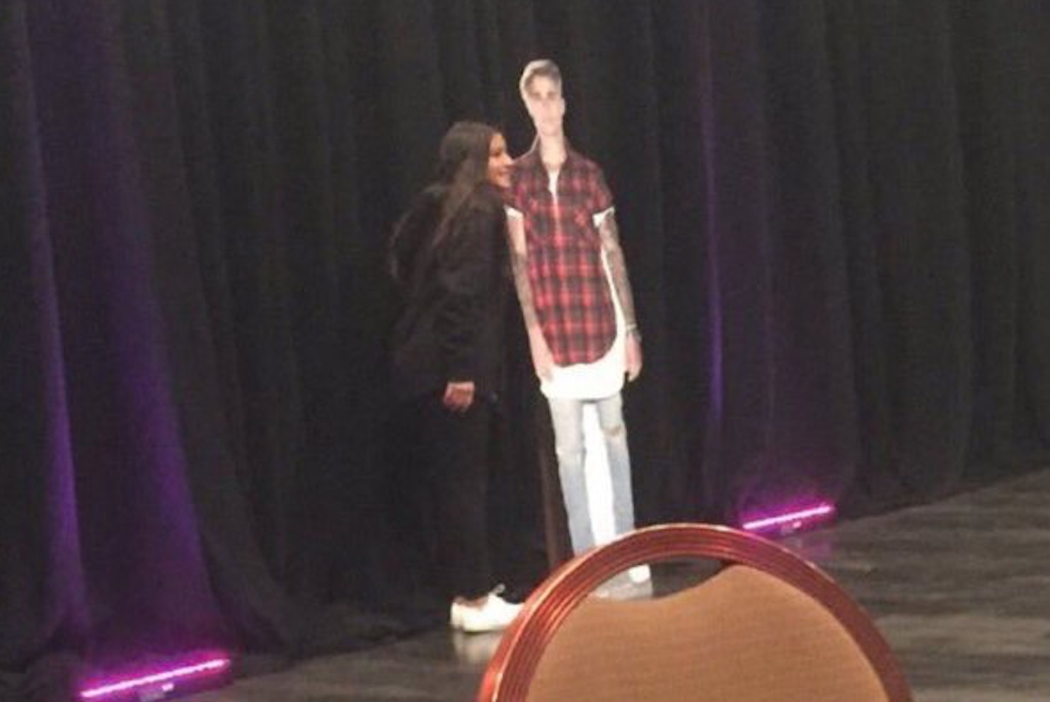 Fans $2000 Picture With Justin Bieber]