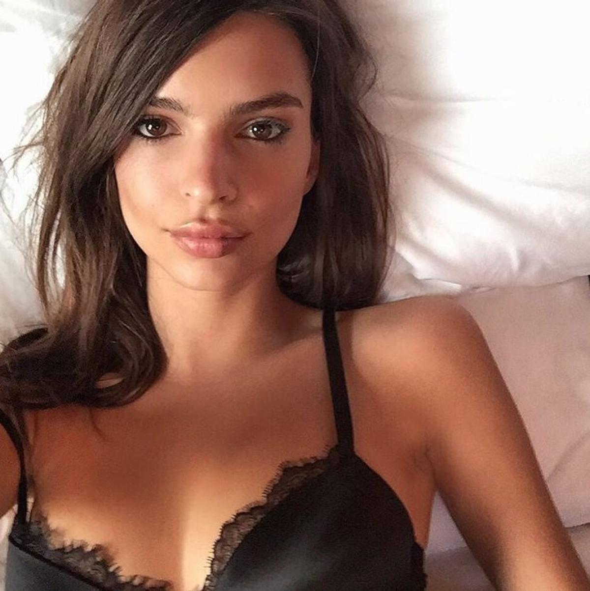 Demi lovato swimsuit selfie 2