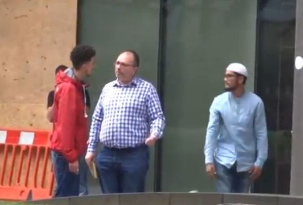 Man-filmed-racially-abusing-praying-Muslim-to-see-how-people-would-react