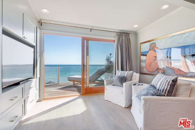 leo-beach-house-2