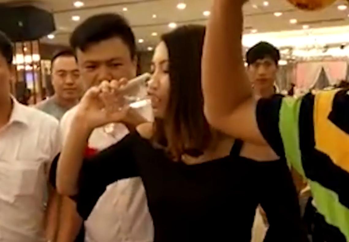 bridesmaid-drinks-rice-wine
