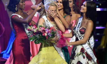 LAS VEGAS, NV - JULY 30:  Miss Texas Teen USA 2016 Karlie Hay (2nd L) reacts as Miss USA 2016 Deshauna Barber (L), Miss Teen USA 2015 Katherine Haik (3rd L) and Miss Universe 2015 Pia Alonzo Wurtzbach (R) crown Hay Miss Teen USA 2016 during the 2016 Miss Teen USA Competition at The Venetian Las Vegas on July 30, 2016 in Las Vegas, Nevada.  (Photo by Ethan Miller/Getty Images)