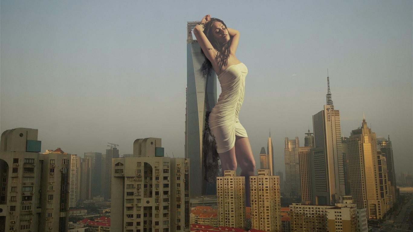 giant-woman