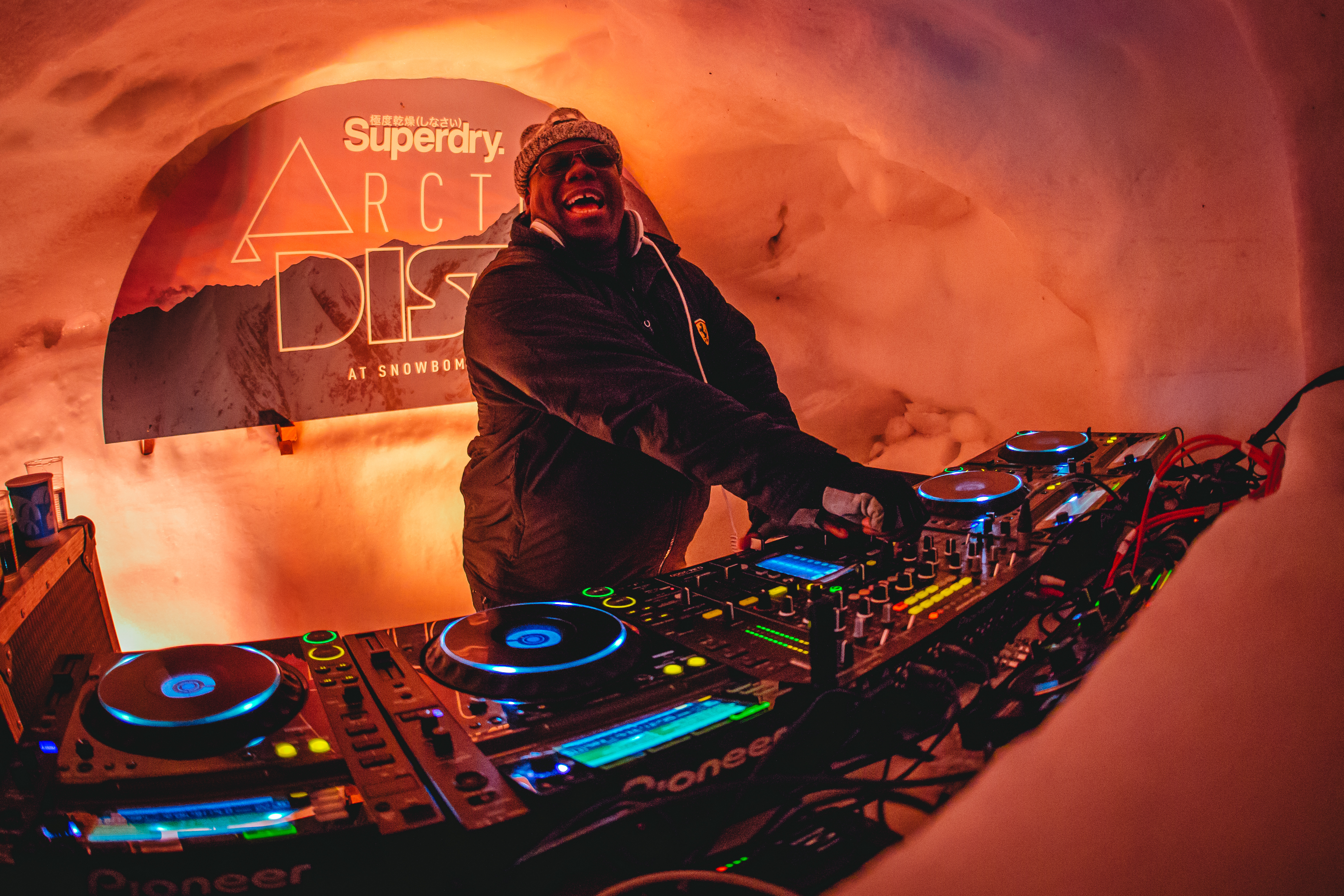 snowbombing-igloo-party