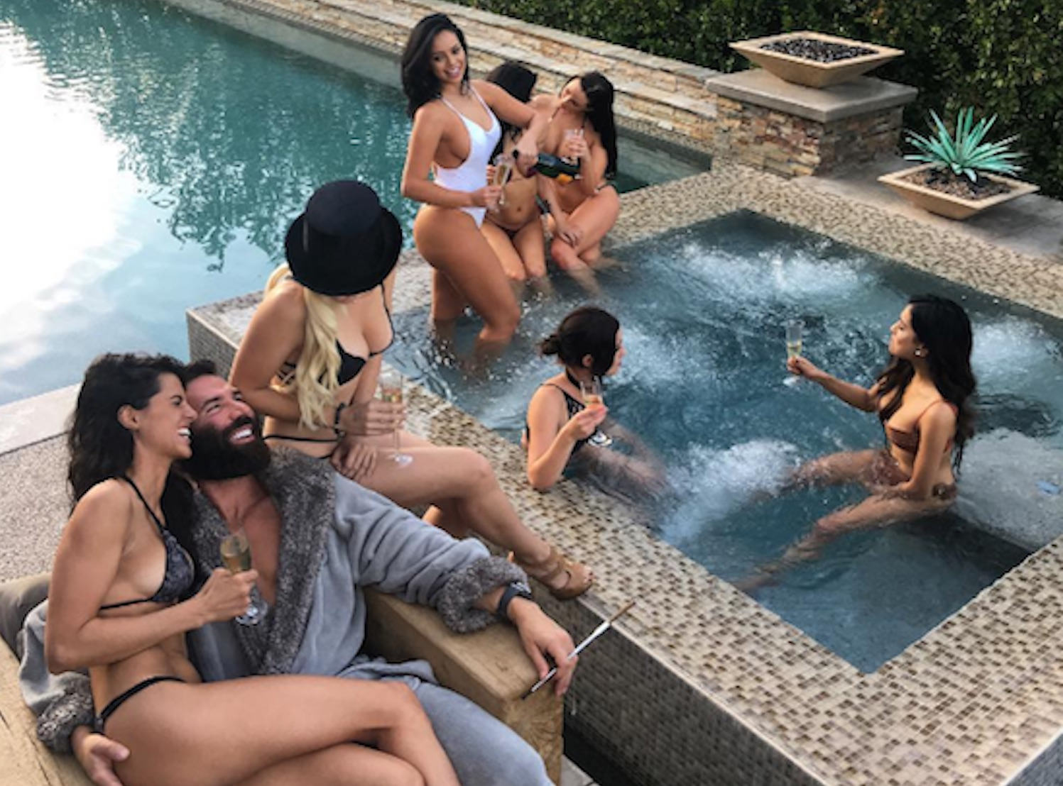 dan-bilzerian-party-pool