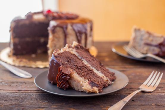 tpudud40qgqa2j1begwe_german-chocolate-cake-0242