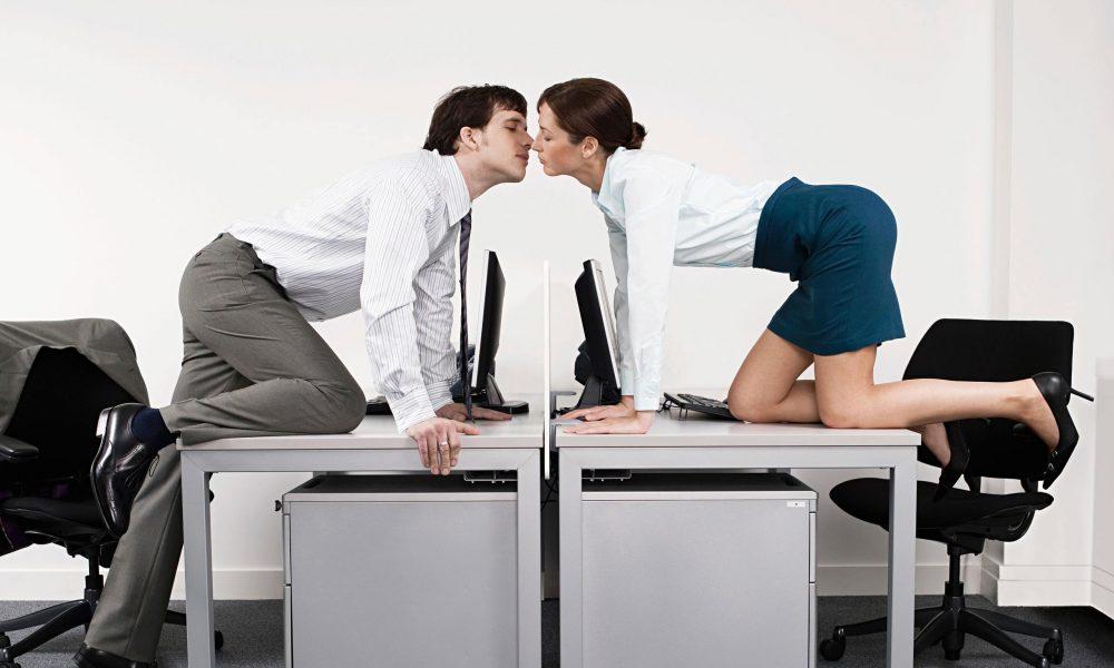 porno-seks-na-rabote-v-ofise