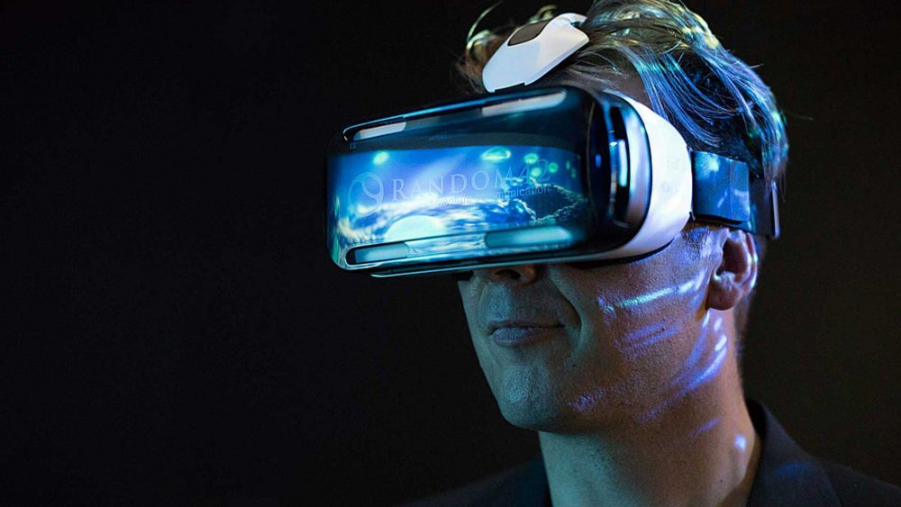 Experts Claim That Humans Will Choose To Live In Virtual