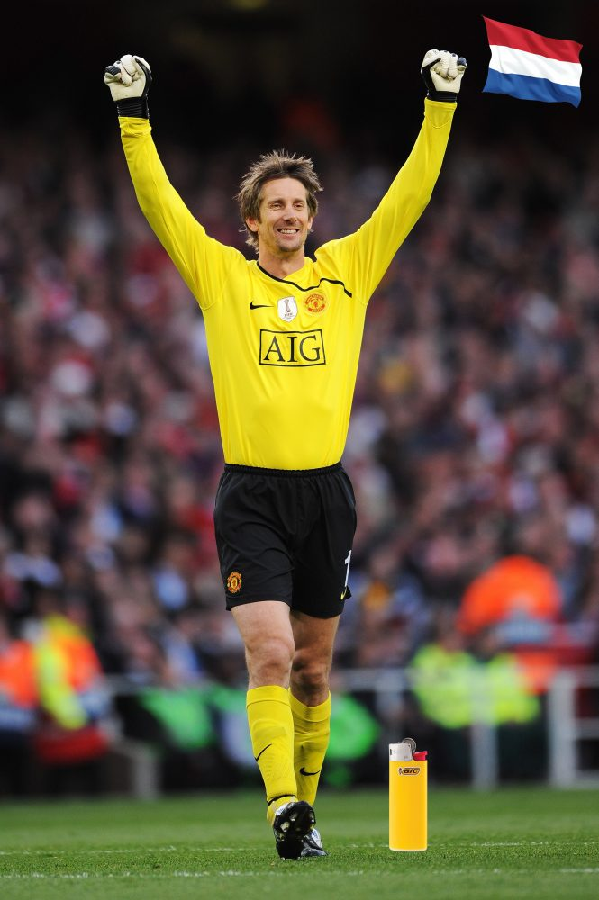 LONDON, ENGLAND - MAY 05: Edwin van der Sar celebrates after Ji-Sung Park of Manchester United scores the first goal of the game during the UEFA Champions League Semi Final Second Leg match between Arsenal and Manchester United at Emirates Stadium on May 5, 2009 in London, England. (Photo by Shaun Botterill/Getty Images) *** Local Caption *** Edwin van der Sar