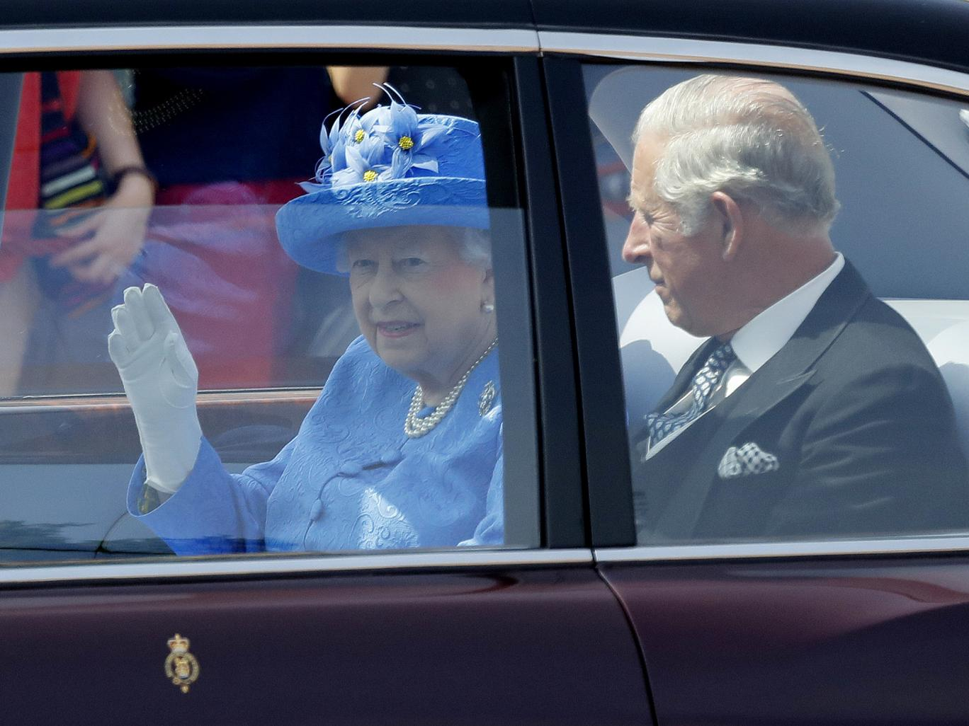 queen-in-car