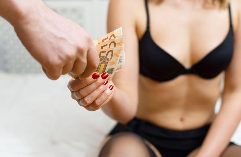 Снимают баб за деньги, Пикап порно. Парни подкатывают к девушкам 29 фотография